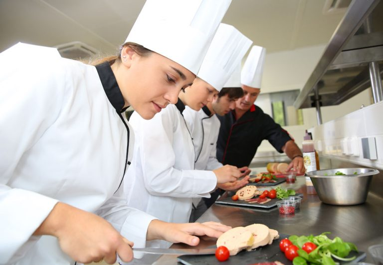 Подпомагане професионалното обучението на талантиви млади готвачи